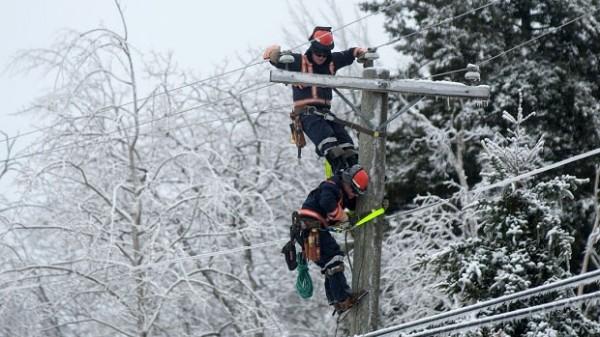 covek- sneg- zima- struja