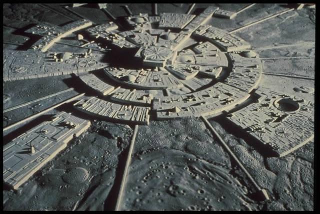 mesec- kolonizacija- gradjevine- drevno