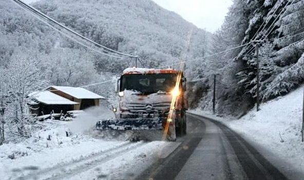 Ceo Balkan zavijen u belo: Neverovatni snimci iz celog regiona, pomislićete da zima tek počinje ( VIDEO)