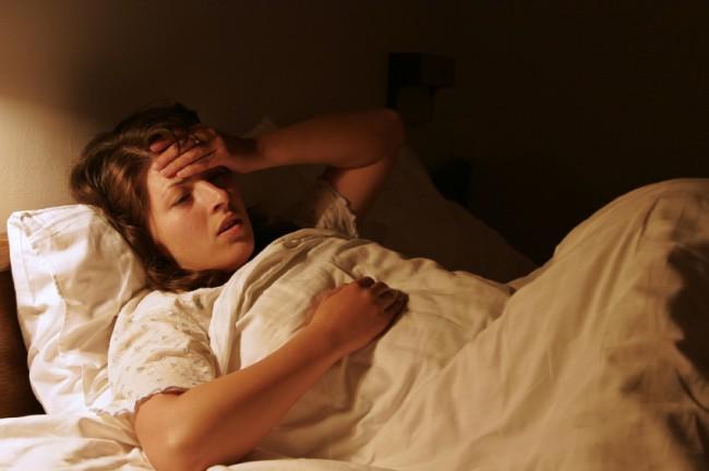 zena- devojka- bolest- krevet