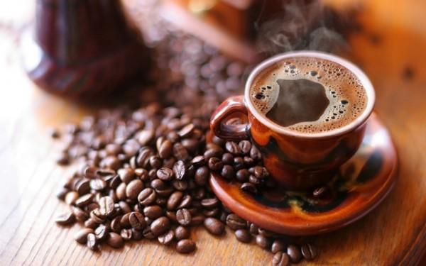 Pijete kafu ujutro na prazan želudac? Evo šta to čini vašem telu..