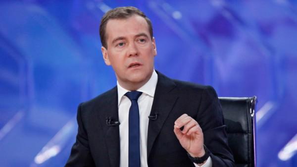 RUSI DOLAZE: Sa Medvedevim u Srbiju stižu pare, ali i jedna OPOMENA!
