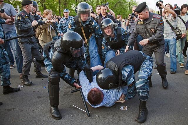 HAOS NA ULICAMA MOSKVE: Uhapšen prozapadni lider Navaljni sa još 400 ljudi!