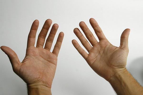 OPREZ- OPASNIJE JE NEGO ŠTO MISLITE: Evo šta znači kada vam trnu prsti na rukama!