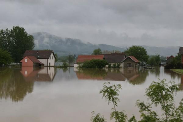 Potopljeno selo Grabovica- Bujice i kiše formirale jezero duboko metar i po!- VIDEO