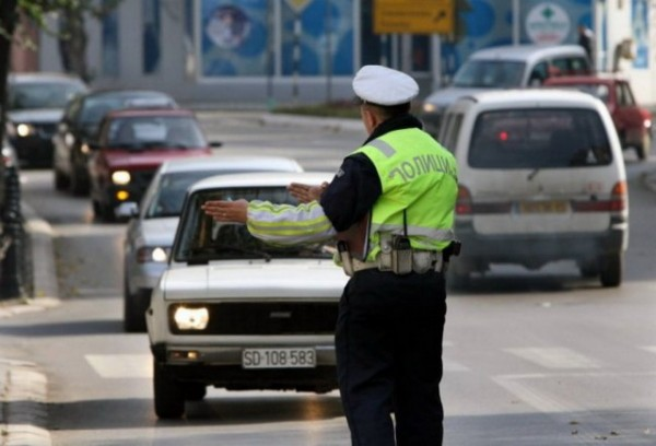 OVO SU NOVE SAOBRAĆAJNE KAZNE: Nevezivanje pojasa 10.000, a za alkohol – ZATVOR! Kazne i za BAHATE VOZAČE!