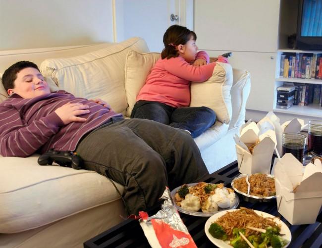 JEZIVE PROGNOZE ZA DECU U SRBIJI: Ubijaju se burgerima i masnim picama, prete im opasni tumori