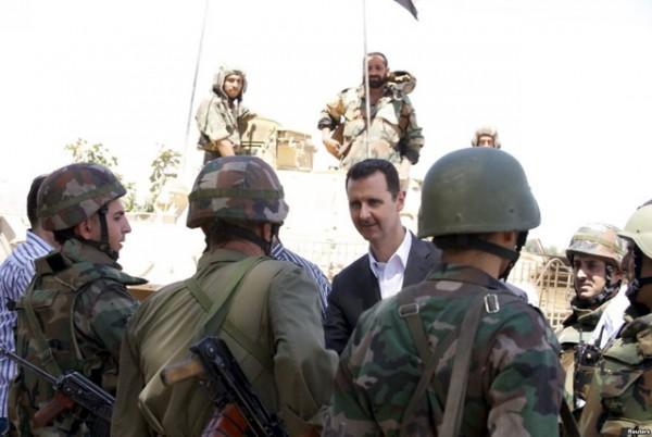 PREOKRET: Pobunjenici iz sirijske opozicije masovno prelaze na Asadovu stranu i kreću na mudžahedine iz Islamske države!
