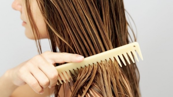 KAKO DA SPASETE KOSU? Ovo su najdelotvorniji prirodni lekovi protiv opadanja kose..