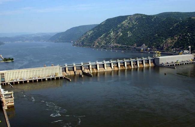 Drama na Đerdapu: Voda i mulj prodrli u elektrane, zaposleni se bore sa bujicama!