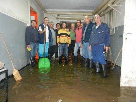 POPLAVE NA ISTOKU SRBIJE: Negotin ugrožen, voda prodire u kuće i zdravstveni centar!