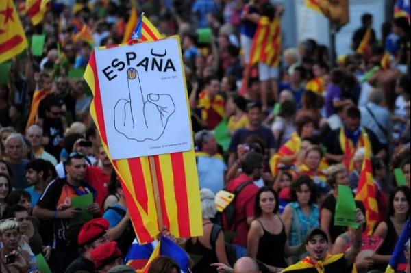 ŠPANSKA VLADA AKTIVIRALA ČLAN 155: Katalonija gubi autonomiju!