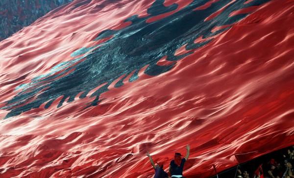 I TURCI PRETE: Unećemo zastavu velike Albanije u Beograd 23. oktobra!