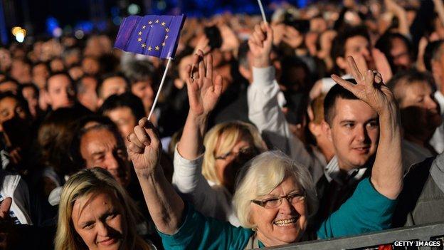 HRVATI U TOTALNOM HAOSU– NEMAJU REŠENjA: Evo šta im je donela EU!