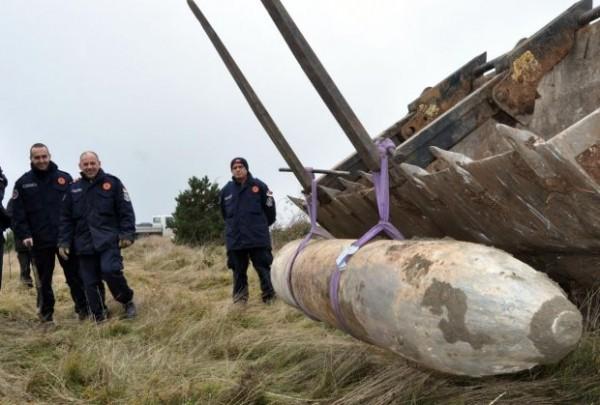 ŠTA BI SE DOGODILO SA UŽICEM DA JE EKSPLODIRALA?! Bomba od 900 kilograma pala u 2.000 tona kerozina!