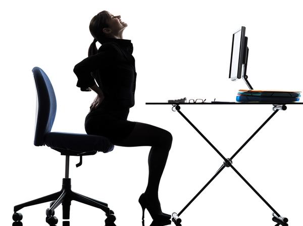 Predugo sedenje stvara rizik od srčanog udara: Ovo su najbolji položaji za leđa