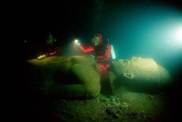 statua- ronioc- egipat- voda