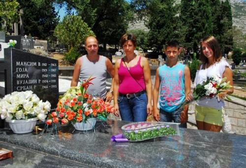Ispovest Bošnjaka kog je od ubistva spasao Srbin: Trudim se da mi deca budu plemenita kao Srđan, pokušavam da opravdam šansu za život koju mi je on dao..(FILM)
