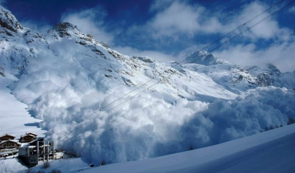 lavina- sneg