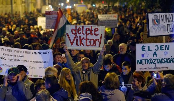 """POČELA """"OBOJENA REVOLUCIJA"""" U MAĐARSKOJ: Protesti u Budimpešti protiv Orbana zbog približavanja Rusiji!"""
