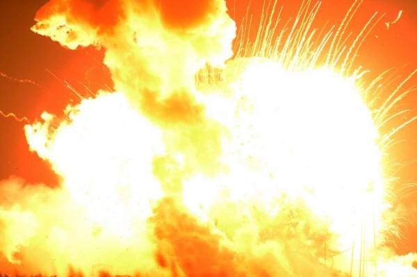 Prvo se video bljesak, a onda se čula detonacija: Pogledajte trenutak eksplozije u Mančesteru kada je poginulo više od 20 ljudi i dece! (VIDEO)