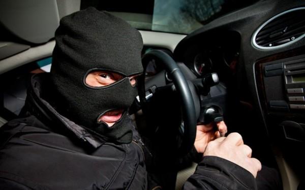 kradja- automobili- obijanje 1