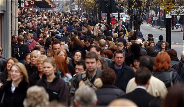 ljudi- ulica- grad- masa