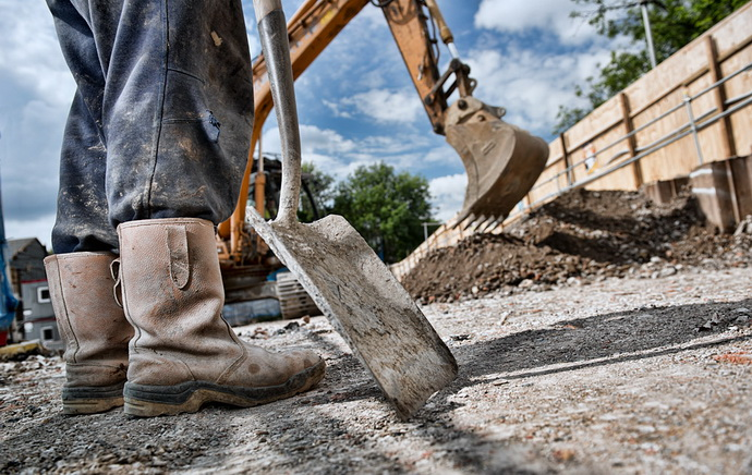 radnik- lopata- bager- gradnja- građevina