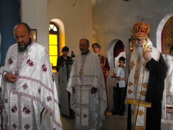 crkva- svestenici 1
