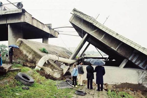 SRPSKI GRAĐANI- HEROJI: Kako je Velja Ribar spasao devetoro ljudi sa mosta koji je srušio NATO!