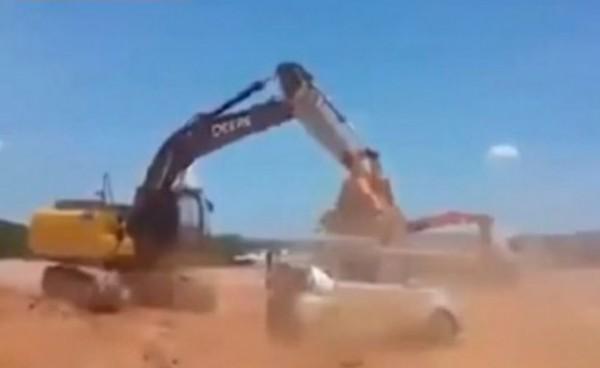 ŠEF MU NIJE DAO PLATU: Pogledajte šta je ovaj radnik onda uradio! (VIDEO)