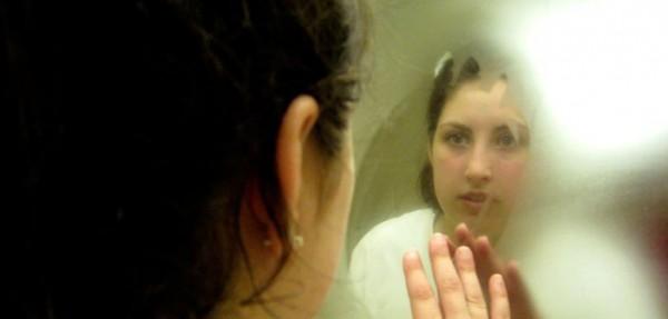 Izluđuje vas zamagljeno ogledalo nakon tuširanja? Evo sa ovim trikom mozete da budete i mirni i do mesec dana!