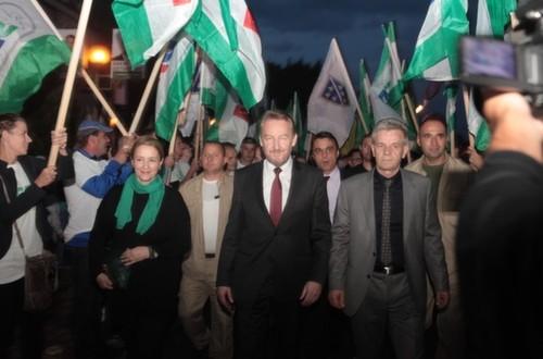 BOSNI PRETI KRVAVI RAT: Zbog poteza koji je povukao Dodik, Bošnjaci pozivaju na krvoproliće i uništenje Srpske!