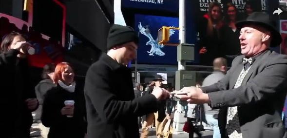IZVEO JE TRIK S KARTAMA KOJI JE STAR PREKO 5000 GODINA: Ovako nešto u životu nisam video! (VIDEO)