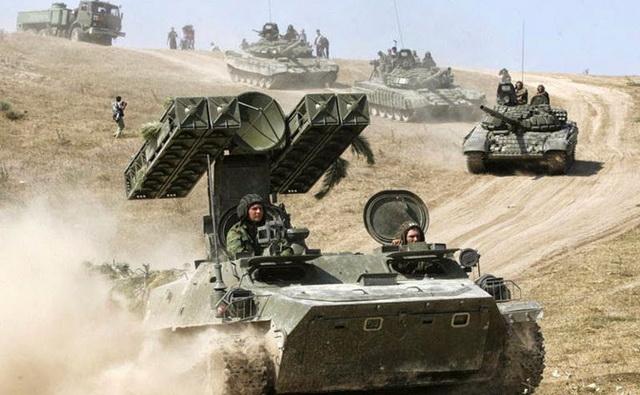 rusija- tenkovi- vojnici