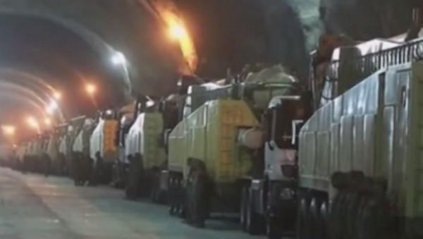 tunel- podzemlje- rakete- kamioni- vojska