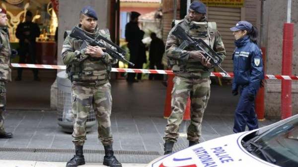 POLICIJA I VOJSKA NA ULICAMA SVIH EVROPSKIH ZEMALJA zbog straha od novih napada! (VIDEO)