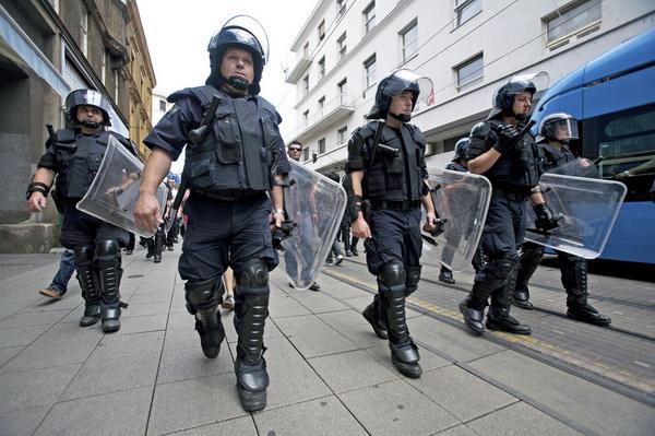 BLOKIRAN ZAGREB: Snajperisti i hiljade policajaca na ulicama, strahuje se od terorizma?!