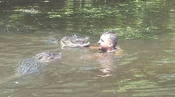krokodili-reka-covek