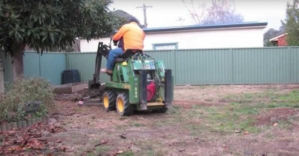 dvoriste- traktor