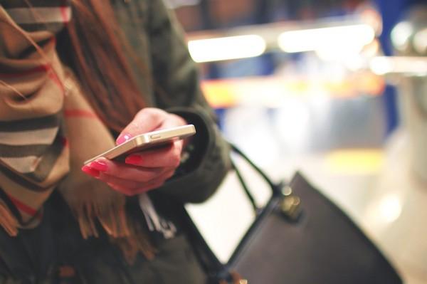 telefon- mobilni- zena