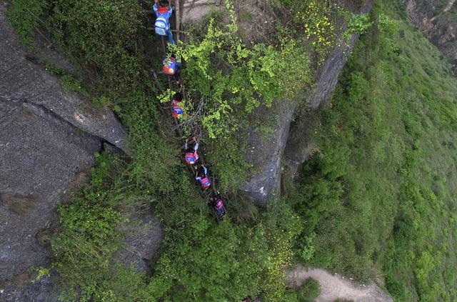 Kineski-ucenici-planina-penjanje