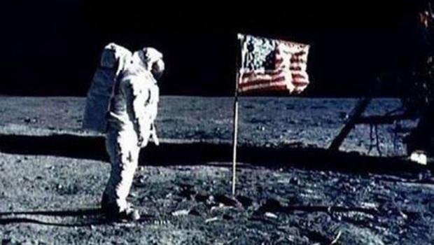 astronaut-mesec