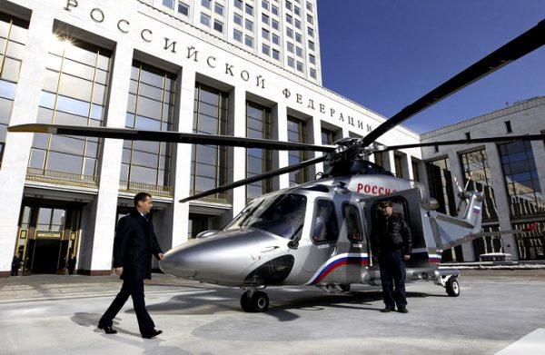 dmitrij-medvedev-rusija-helikopter