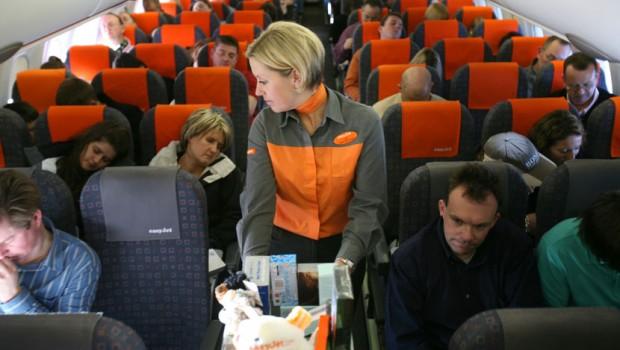 avion-putnici-stjuardesa