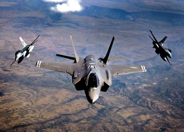 ZVER KOJA SPALJUJE SVE ŠTO MU JE NA PUTU: Američka vojska oduševljena najskupljim avionom u istoriji! (VIDEO)
