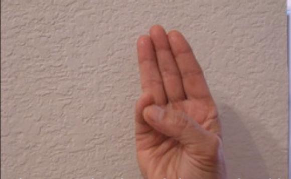 JOGA ZA RUKE: Pokušajte samo neke od ovih vežbi i zaboravite na BOLESTI (VIDEO)