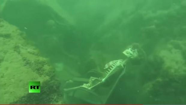 Kosturi piju čaj pod vodom: Ronioci otkrili nešto što će vas šokirati (VIDEO)