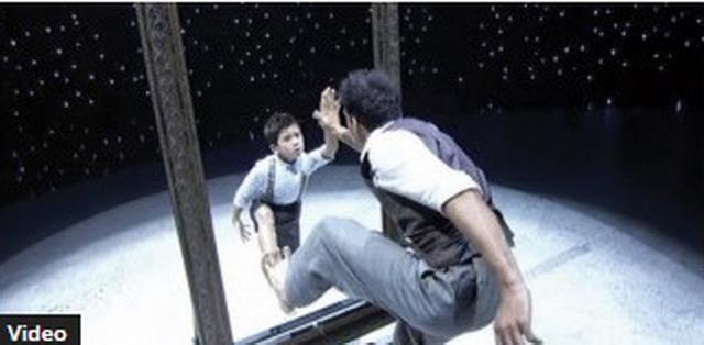 """Izašao je na binu sa svojim """"ogledalom"""": Njihov nastup je publiku i žiri ostavio bez reči! (VIDEO)"""