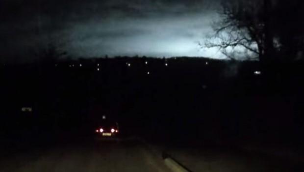 RUSIJA ZAVIJENA U BELO: Misteriozna svetlost se pojavila na nebu, ljudi u strahu (VIDEO)